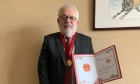 Dr. Barry Lesser receives the Shandong Province of China Qilu Friendship Award