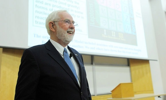 Science and Art: Nobel Prize‑winning alum captivates capacity Dal crowd