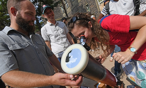 The 3‑D experience of a lifetime: Observing the partial solar eclipse at Dal