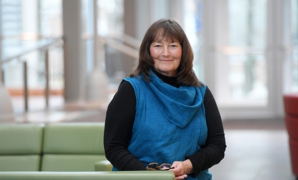 Teaching that cares: Dal Science prof receives Atlantic teaching leadership award